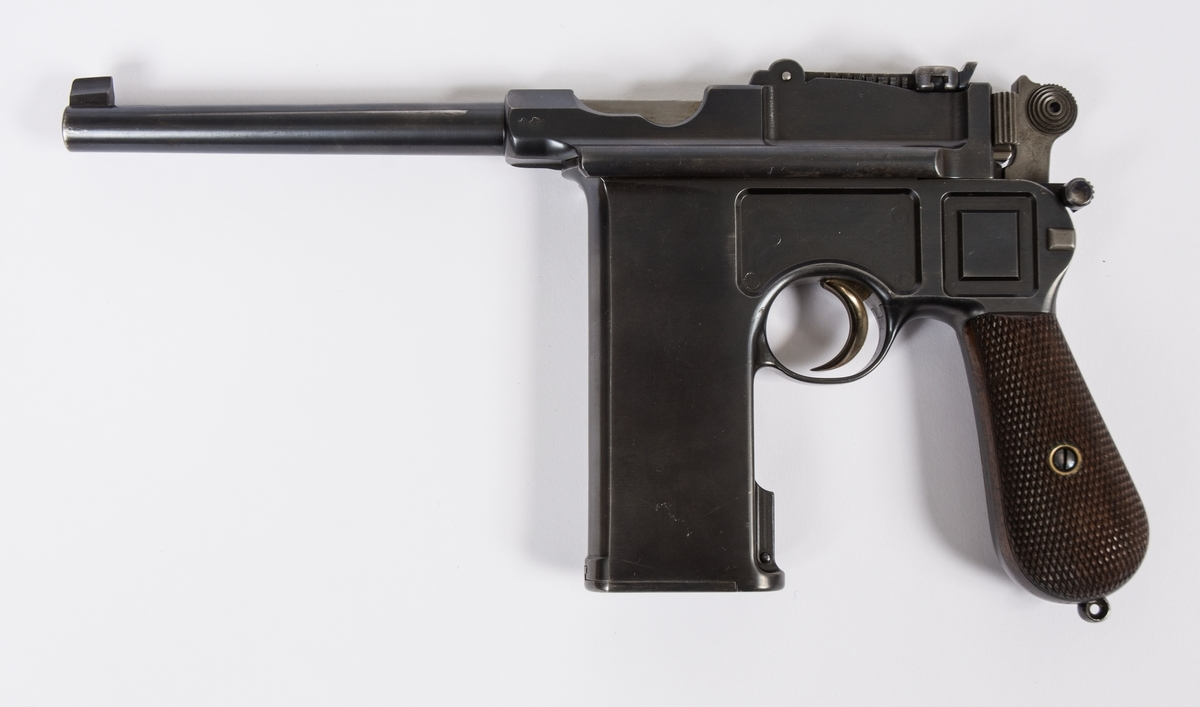 Mauser C96 – 'The Broomhandle'